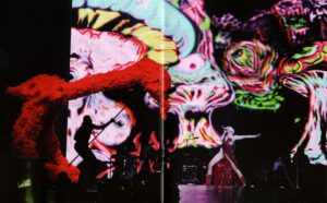 Miley Cyrus - Bangerz Tour - Booklet (5-6)